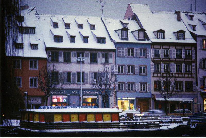 location d 39 un studio strasbourg une petite promenade dans strasbourg. Black Bedroom Furniture Sets. Home Design Ideas